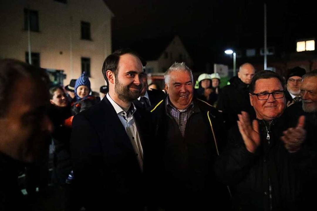 Nach der Wahl nahm Sebastian Kiss die Gratulationen der Schallstadter entgegen.  | Foto: Janos Ruf