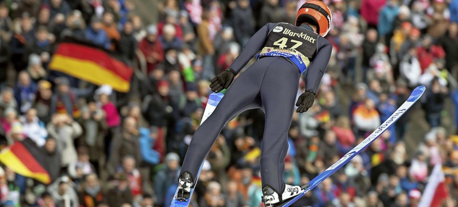 Der Flug ins Glück: Stephan Leyhe bei seinem Heimsieg in Willingen   | Foto: Swen Pförtner (dpa)