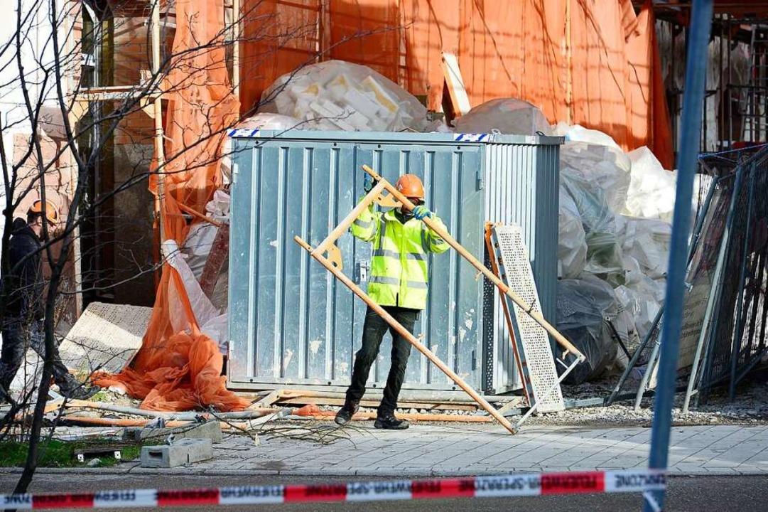 Am Montagmorgen sind die Aufräumarbeit...m Güterbahnhofgelände in vollem Gange.    Foto: Ingo Schneider
