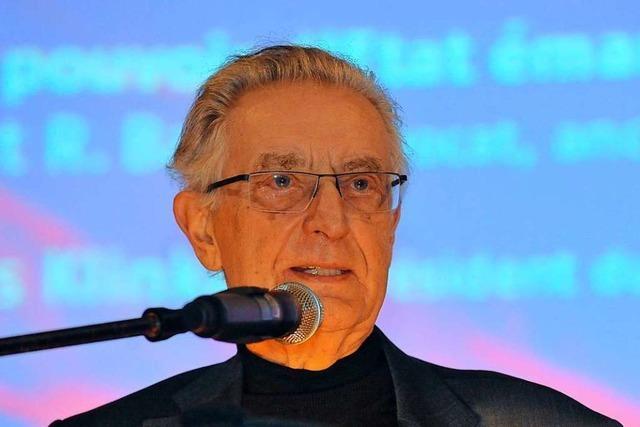 Ehemaliger FDP-Innenminister Gerhart Baum spricht im Freiburger Stadttheater