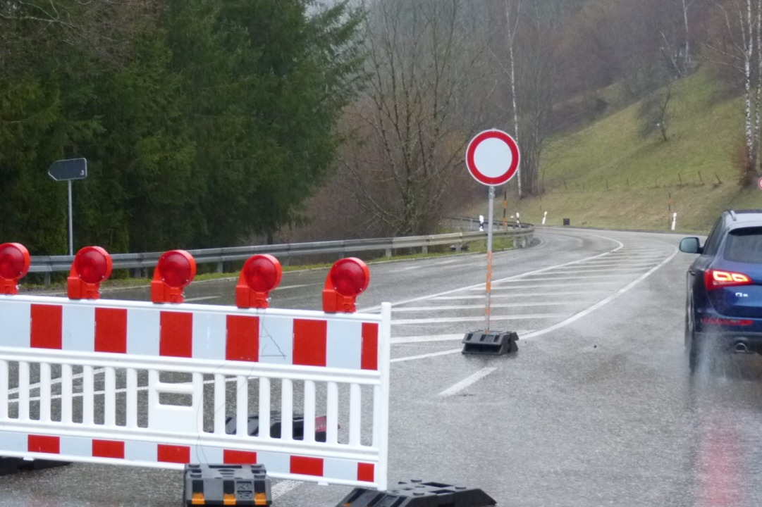 Die Straße nach Muggenbrunn ist gesperrt.  | Foto: Sattelberger