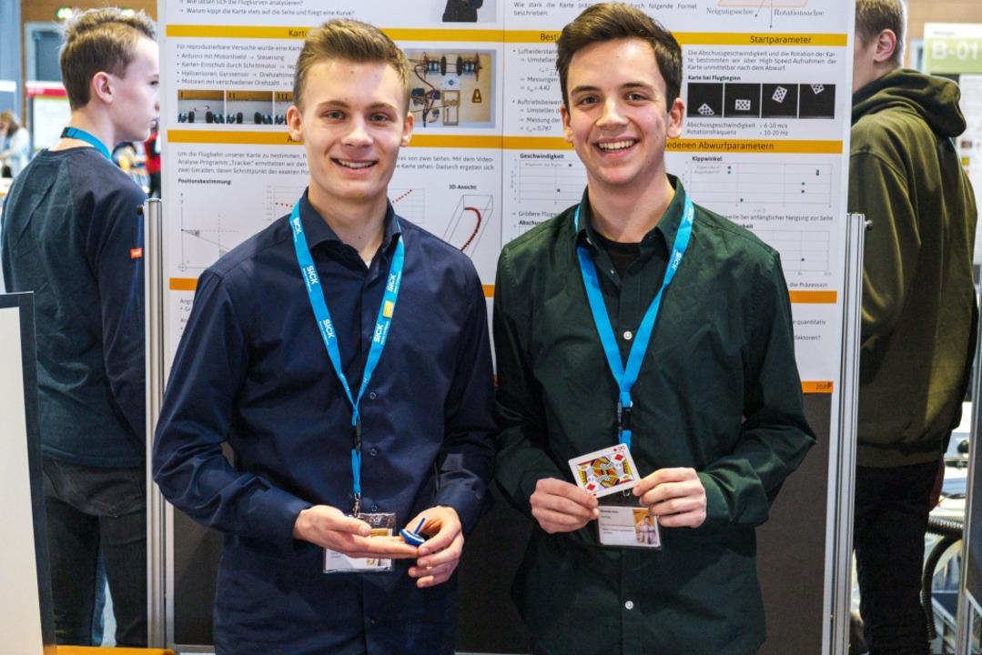 Spinning Cards - Wie Karten fliegen le...nick Resch (17) und Benedikt Heim (17)  | Foto: Ansgar Taschinski
