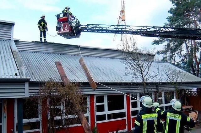 Sturm Sabine deckt Dach des Kindergartens ab – 50 Kinder in Sicherheit gebracht