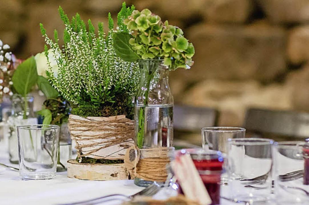Mit Topfpflanzen und Naturmaterialien: die Tischdeko  | Foto: Dominic Rock