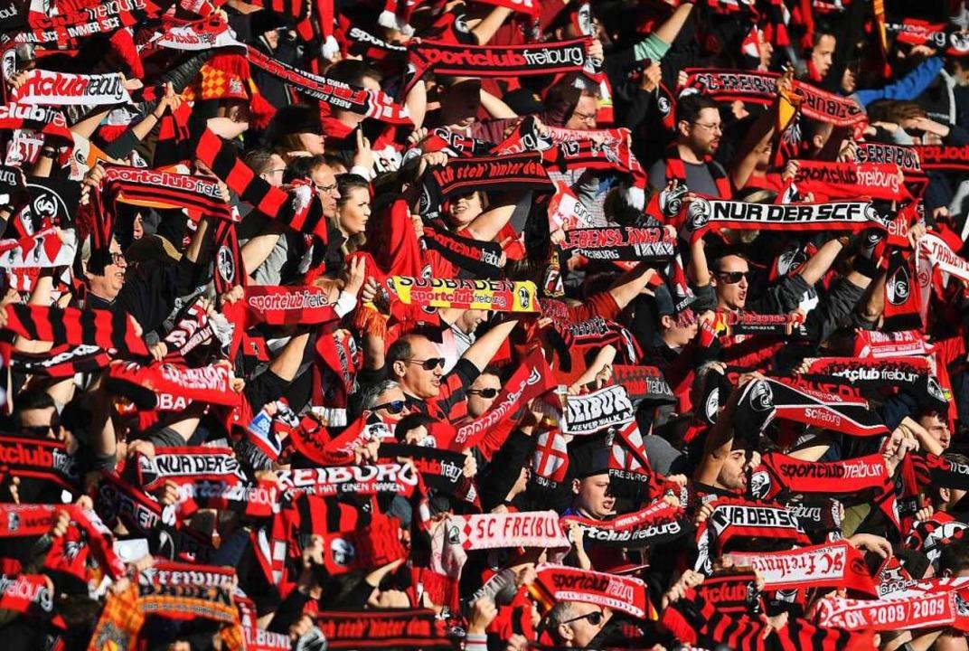 Die Freiburg-Fans beim Spiel gegen die TSG Hoffenheim  | Foto: Patrick Seeger (dpa)
