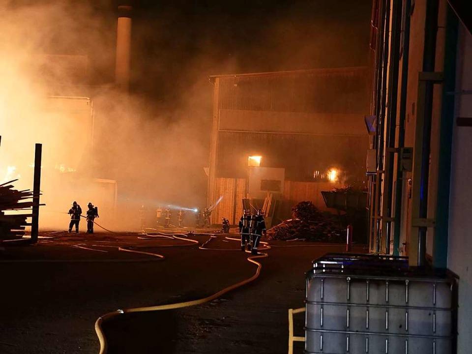 Großbrand im Sägewerk Schillinger  | Foto: Patrick Kerber