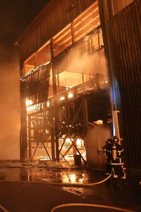 Großbrand im Sägewerk Schilliger  | Foto: Patrick Kerber
