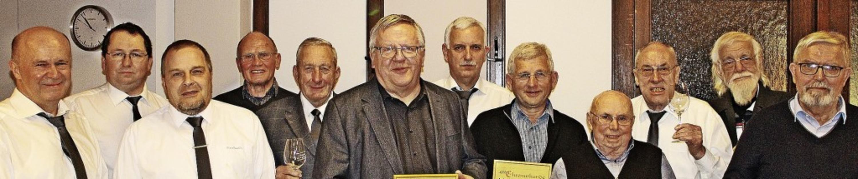 Vorsitzender Reinhard Greßlin mit  sei... Böhlen und Heiner Cordes (von links)   | Foto: Rolf Rhein