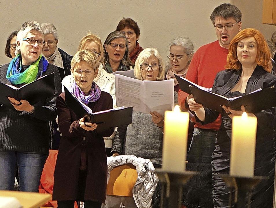 Eine besinnliche Abendmusik gestaltete...in Schopfheim zu Gast (rechtes Bild).   | Foto: Roswitha Frey