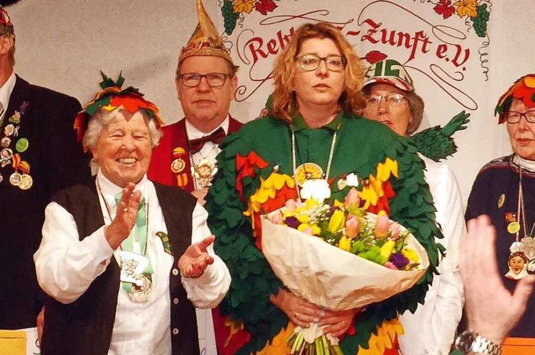 Die Goldene Ehrennadel der Reblaus-Zun...ichte Vize-Zunftvögtin Bianca Schwehr.  | Foto: privat