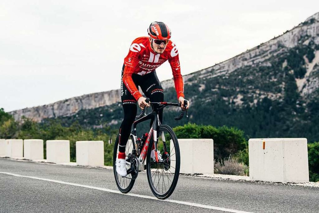 In neuem Gewand: Nico Denz bei Trainingsfahrten in Alicante, Spanien  | Foto: Team Sunweb / Vincent Riemersma