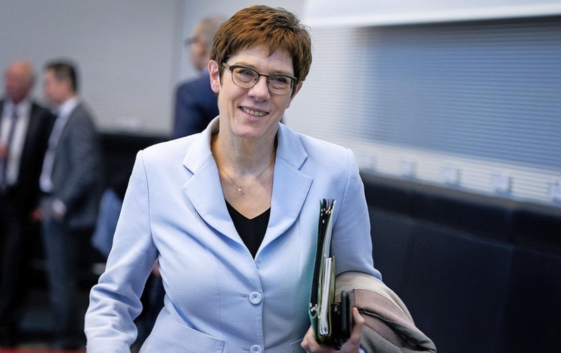 Annegret Kramp-Karrenbauer  kommt am D...itzung der CDU/CSU-Bundestagsfraktion.  | Foto: Kay Nietfeld (dpa)