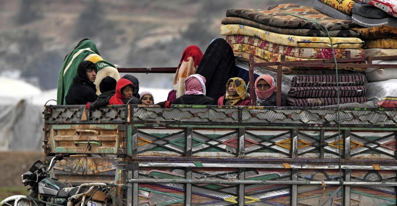 Familien flüchten in der Provinz Idlib vor den heranrückenden Truppen.   | Foto: RAMI AL SAYED (AFP)