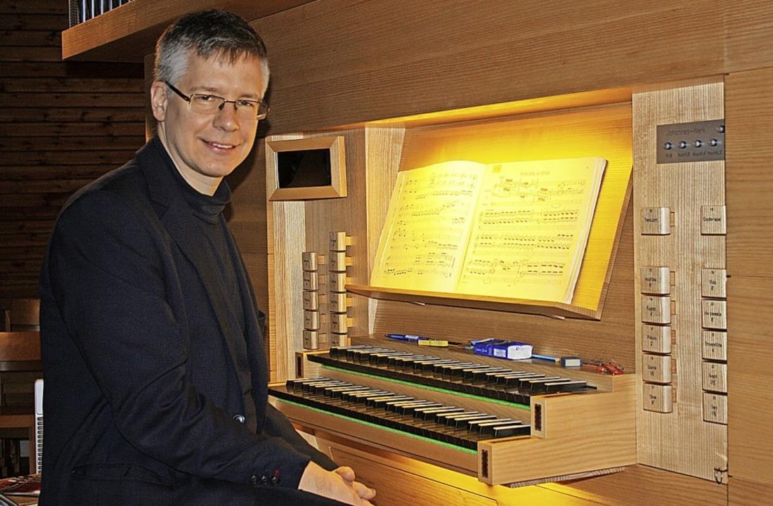 Maierhofer an der Orgel in der Paul-Gerhardt-Kirche Kollnau.   | Foto: Hildegard Karig