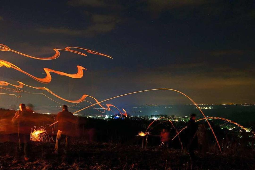Leuchtende Bahnen und Kurven beschreib... künftig beim Mülheimer Scheibenfeuer.  | Foto: Volker Münch