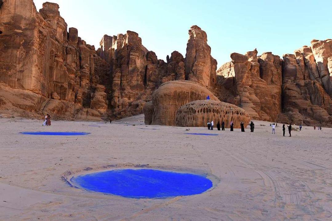 Die amerikanische Künstlerin Lita Albu...nautin – in der Wüste von Alula.  | Foto: Katharina Eglau