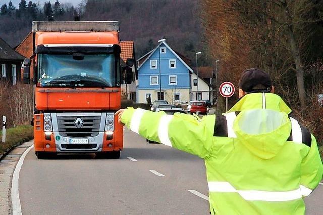 Wie ein Kontrolleur LKW-Fahrern die Stirn bietet