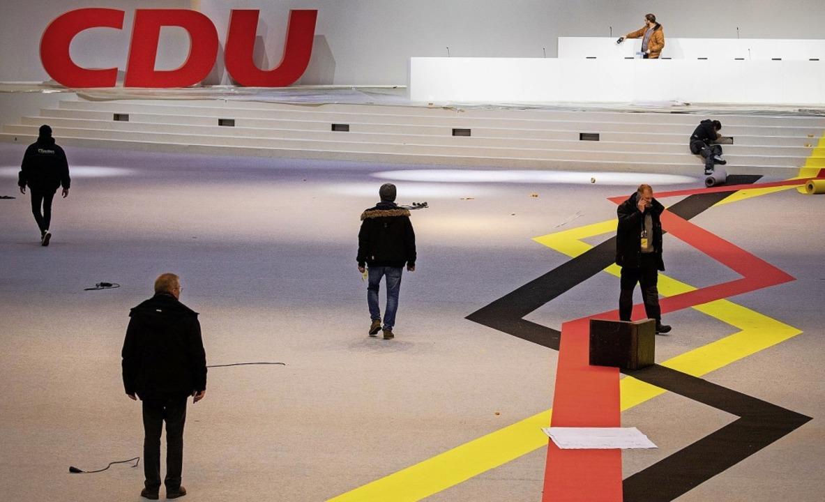 Aufbauten beim Bundesparteitag der CDU...rd sie aber nicht mehr lange bleiben.   | Foto: Kay Nietfeld