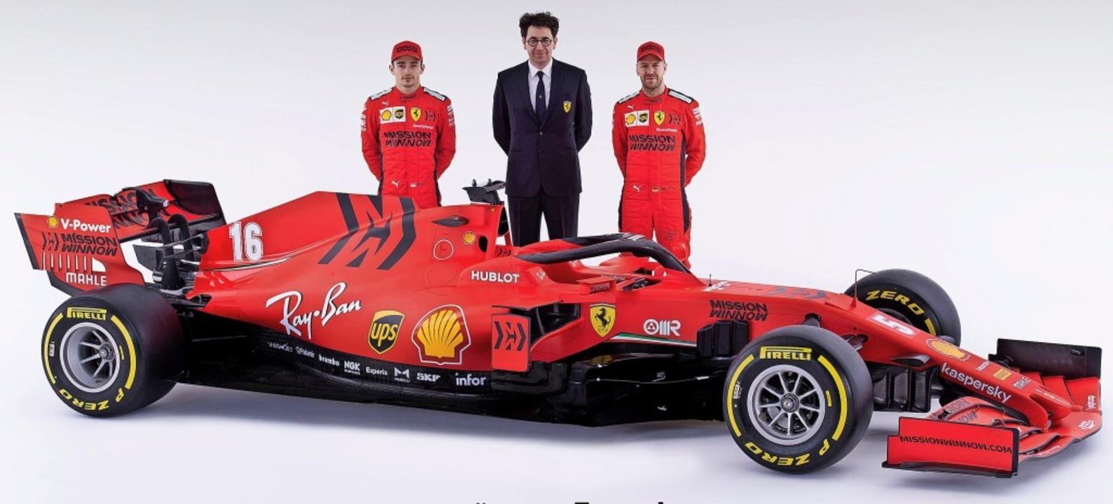 Charles Leclerc, Mattia Binotto und Se...en neuen Formel-1-Boliden von Ferrari.  | Foto: HANDOUT (AFP)