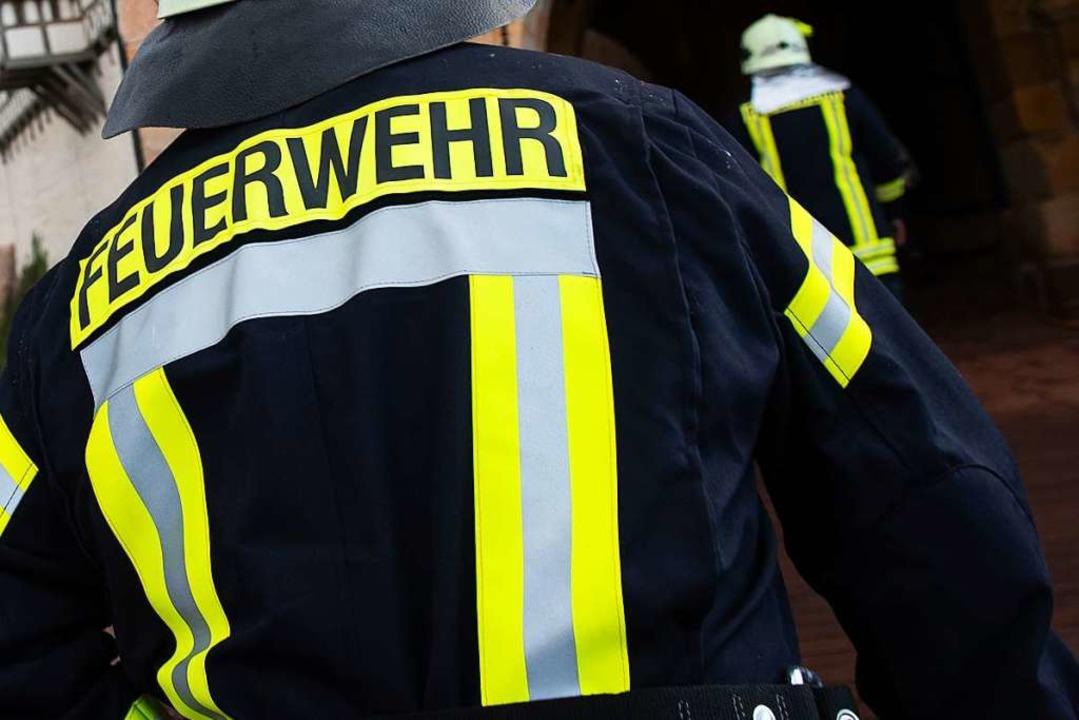 Die Feuerwehr musste in Freiburg einen Balkonbrand bekämpfen (Symbolbild).  | Foto: Swen Pförtner (dpa)