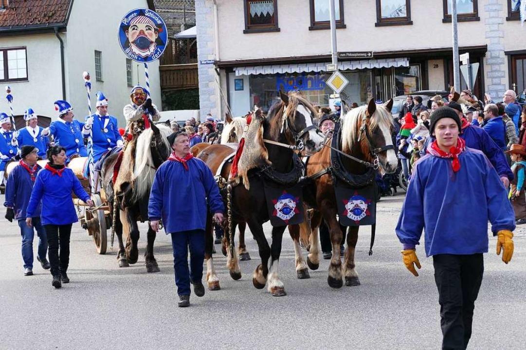 Auch die Bonndorfer Pflumeschlucker lassen sich gerne von  Pferden ziehen.  | Foto: Stefan Limberger-Andris