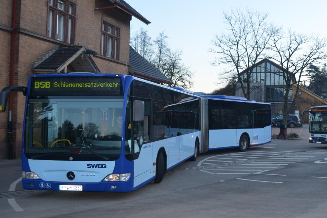 Die SEV-Busse fahren die Bahnhöfe in Denzlingen, Kollnau und Elzach an.  | Foto: Nikolaus Bayer