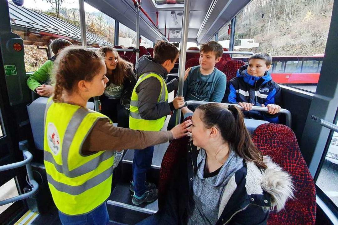 In Rollenspielen haben die Siebtklässl...kendeckung von Lehrern und Busfahrern.  | Foto: GMS