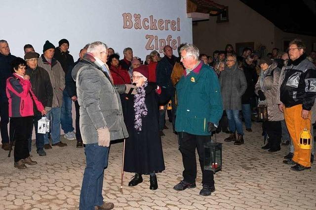 Beim Z'Licht go in Holzhausen wurde der Opfer des Bombenangriffs vor 75 Jahren gedacht