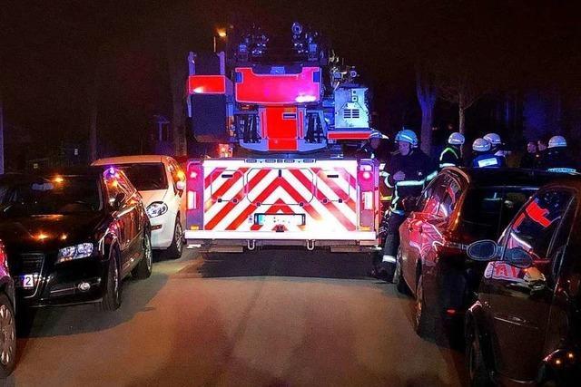 Falschparker behindern Feuerwehreinsatz bei Freiburger Balkonbrand