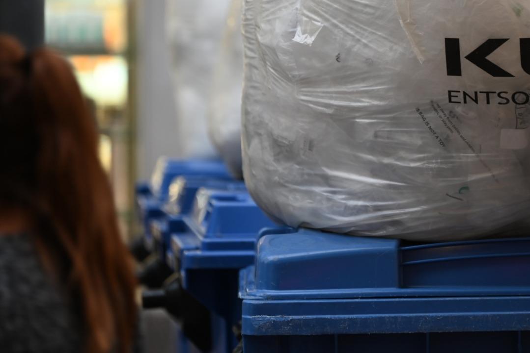 Blaue Tonnen in Lörrach  | Foto: Jonas Hirt
