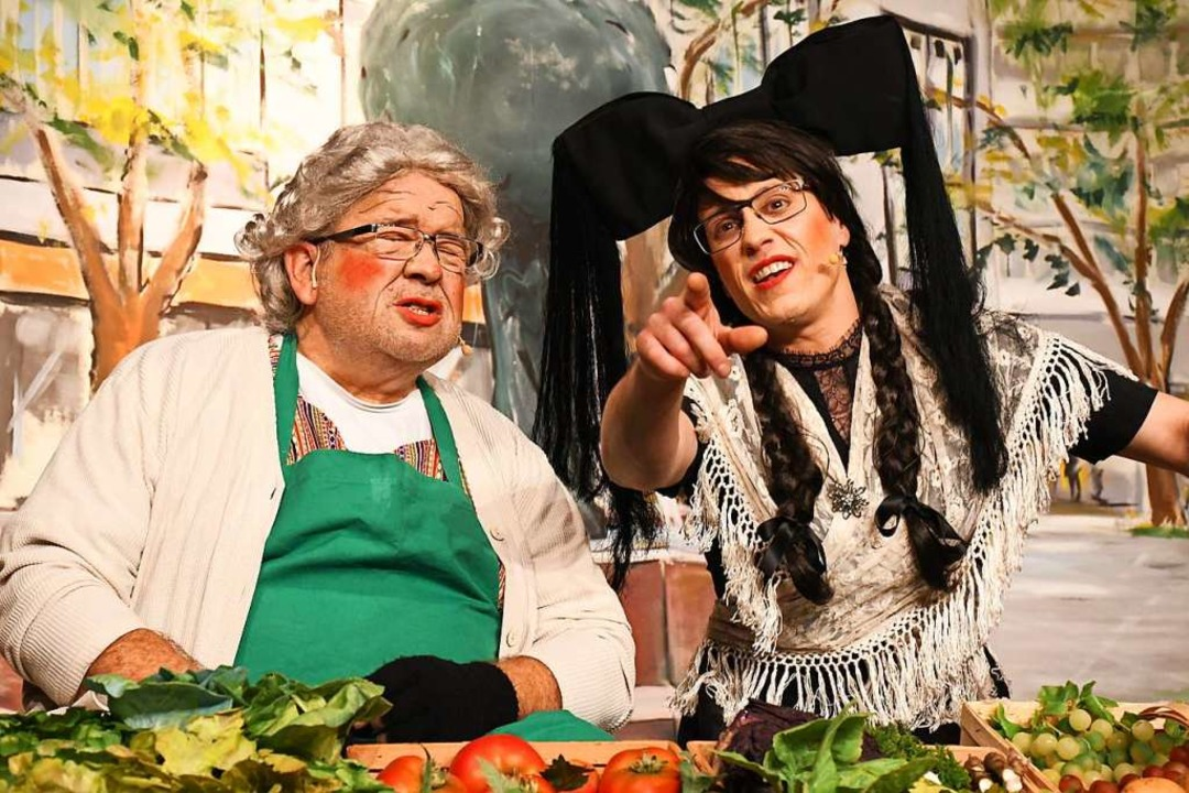 Philipp Buser als d'Sieglind (rechts) mit Märtwiib Klaus Ciprian-Beha  | Foto: Barbara Ruda