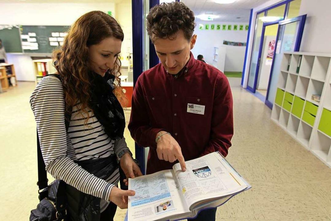 Marina Schiller   lässt sich von Lehre...er Gemeinschaftsschule  aufgebaut ist.  | Foto: Daniel Hengst