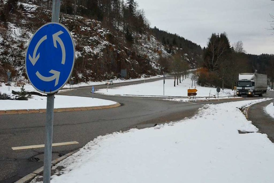 Auf einer Fläche beim Kreisverkehr (hi...soll die neue Rettungswache entstehen.  | Foto: Sebastian Barthmes