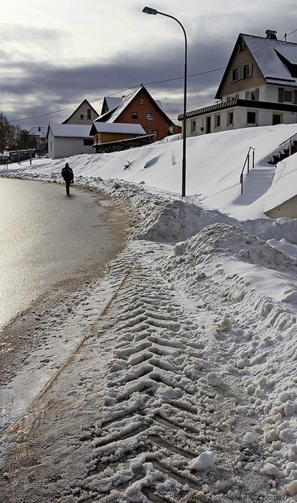 Fußgänger müssen im Eisenbacher Tal au...ulkinder stellt dies eine Gefahr dar.   | Foto: Gert Brichta