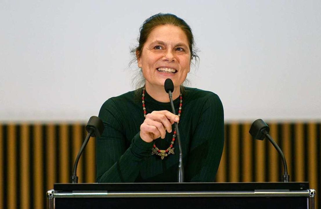 Sarah Wiener beim Vortrag in Freiburg.  | Foto: Ingo Schneider