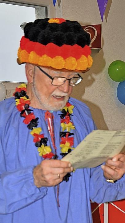 Der frühere Oberzunftneister Willi Reinhardt bei seinem fasnächtlichen Vortrag  | Foto: Georg Diehl