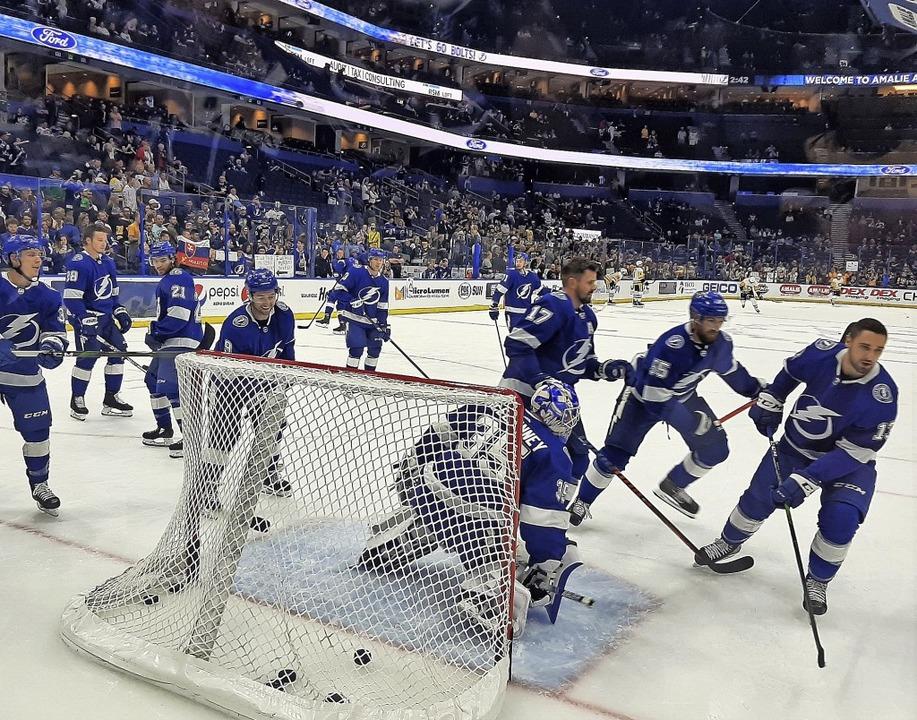 Eishockey-Tempel: Die Cracks der Tampa...sverkauften Amelie-Arena in Florida.    | Foto: Heinz Wittmann