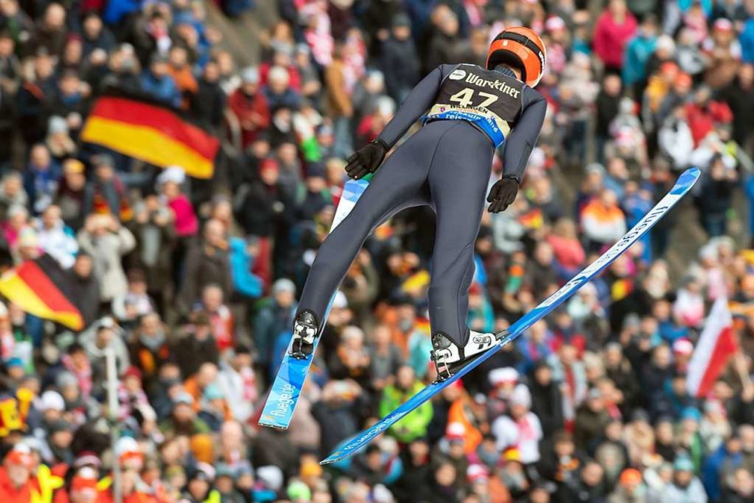 Vor allem der Qualifikationssprung gelang ihm perfekt.  | Foto: Swen Pförtner (dpa)