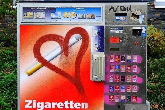 Unbekannte Täter plündern Zigarettenautomaten in Lörrach