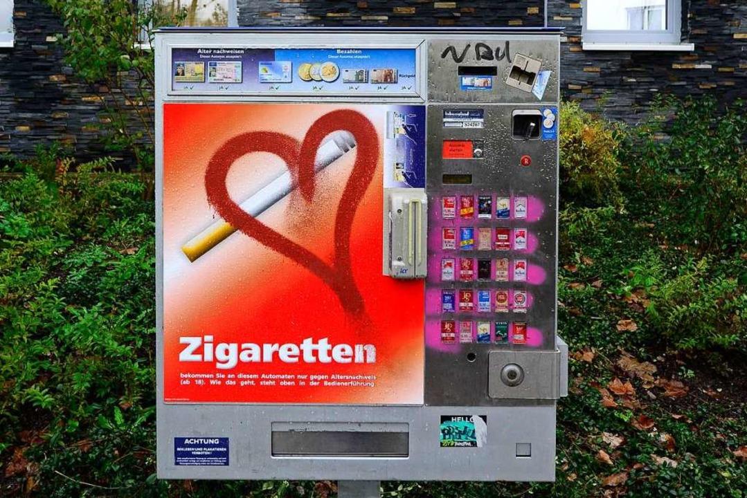 Unbekannte plünderten einen Zigarettenautomaten in Lörrach (Symbolfoto).  | Foto: Ingo Schneider
