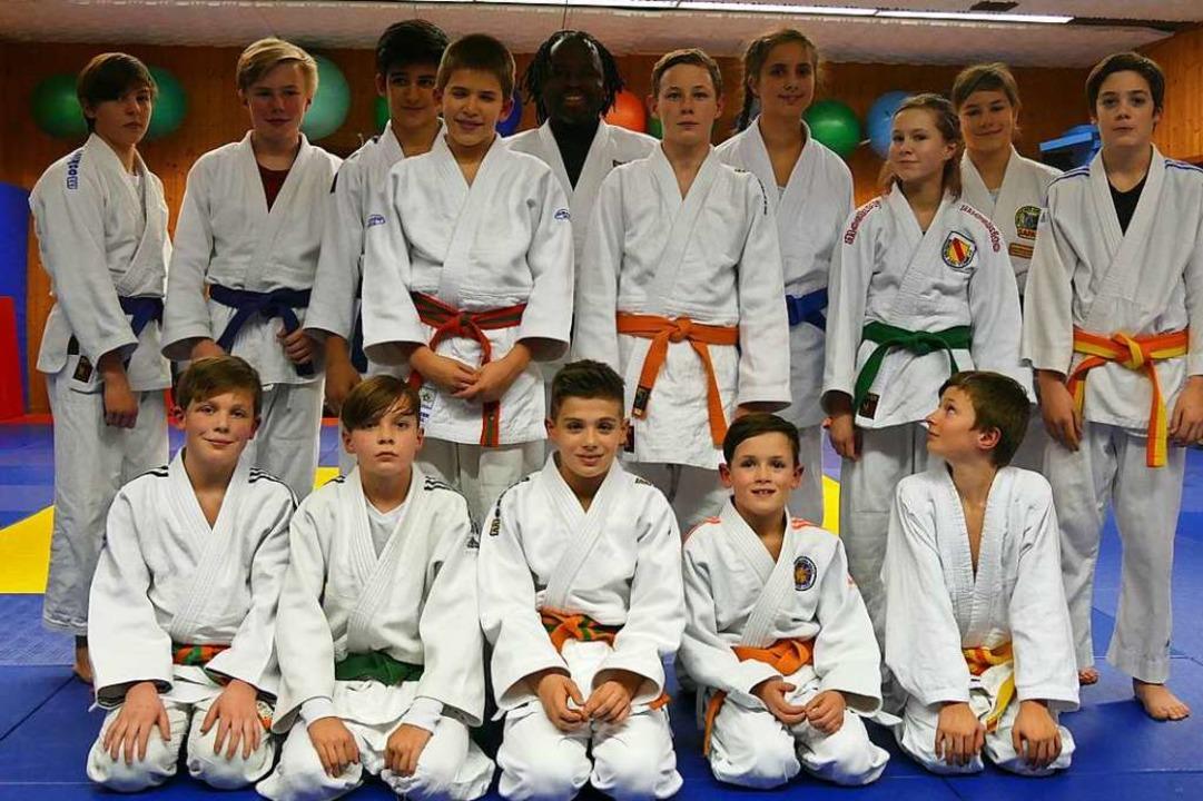 14 Jugendliche nahmen am U-15-Training von Bruno Tsafack (Mitte) teil.  | Foto: Saskia Burkart