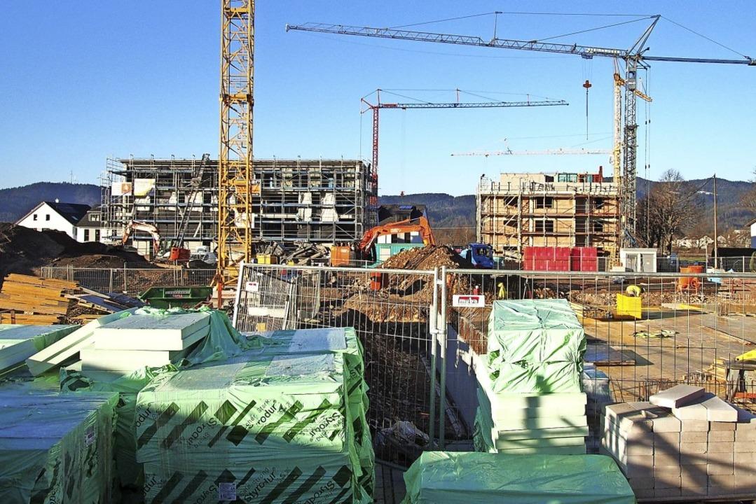 Mehrgeschossige Wohngebäude prägen das...hzarten, wo gerade heftig gebaut wird.  | Foto: Markus Donner