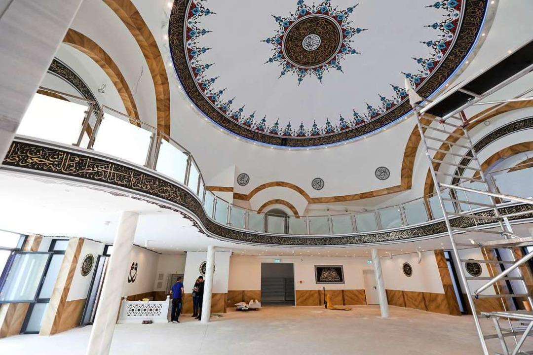 Der Gebetsraum in der Moschee vor einem Jahr. Noch kann er nicht genutzt werden.  | Foto: Christoph Breithaupt