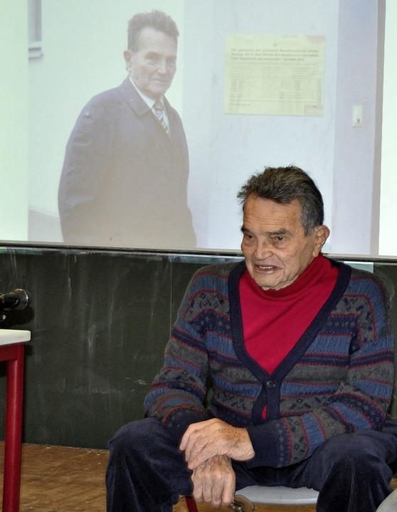 Zeitzeuge Zwi Nigal bei seinem Vortrag im Faust-Gymnasium  | Foto: Rainer Ruther