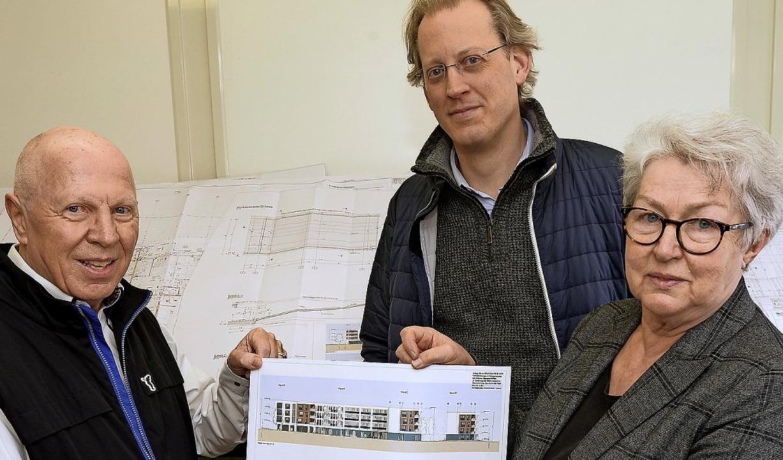 Investor Paul Heinze (links) und  Arna...rein Haid mit Plänen für den  Komplex.  | Foto: Ingo Schneider