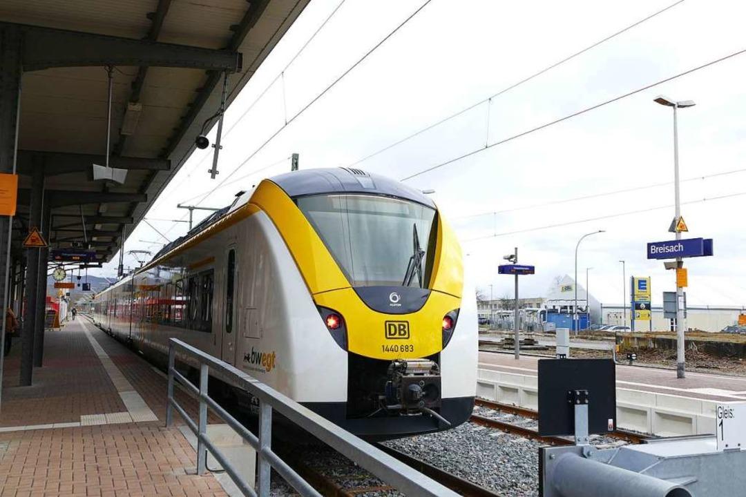 Zur   Probefahrt hielt diese neue S-Ba...eht es aber von Gleis 2 nach Freiburg.  | Foto: Agnes Pohrt