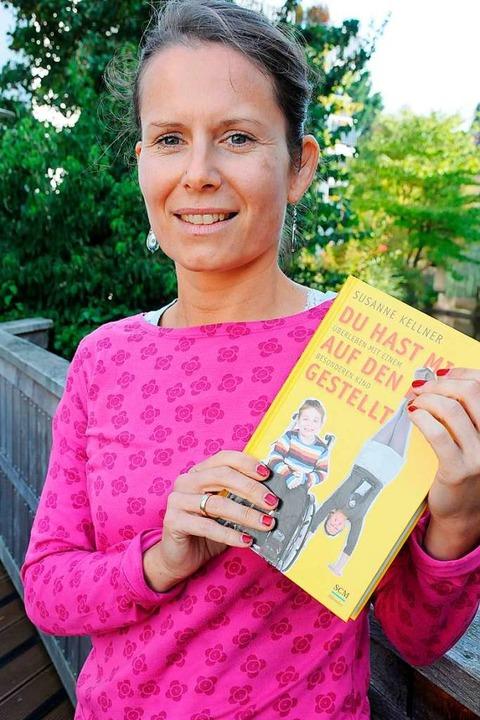 In einem Buch hat Susanne Kellner vor ...von ihrem  Leben mit Jonathan erzählt.  | Foto: Robert Bergmann