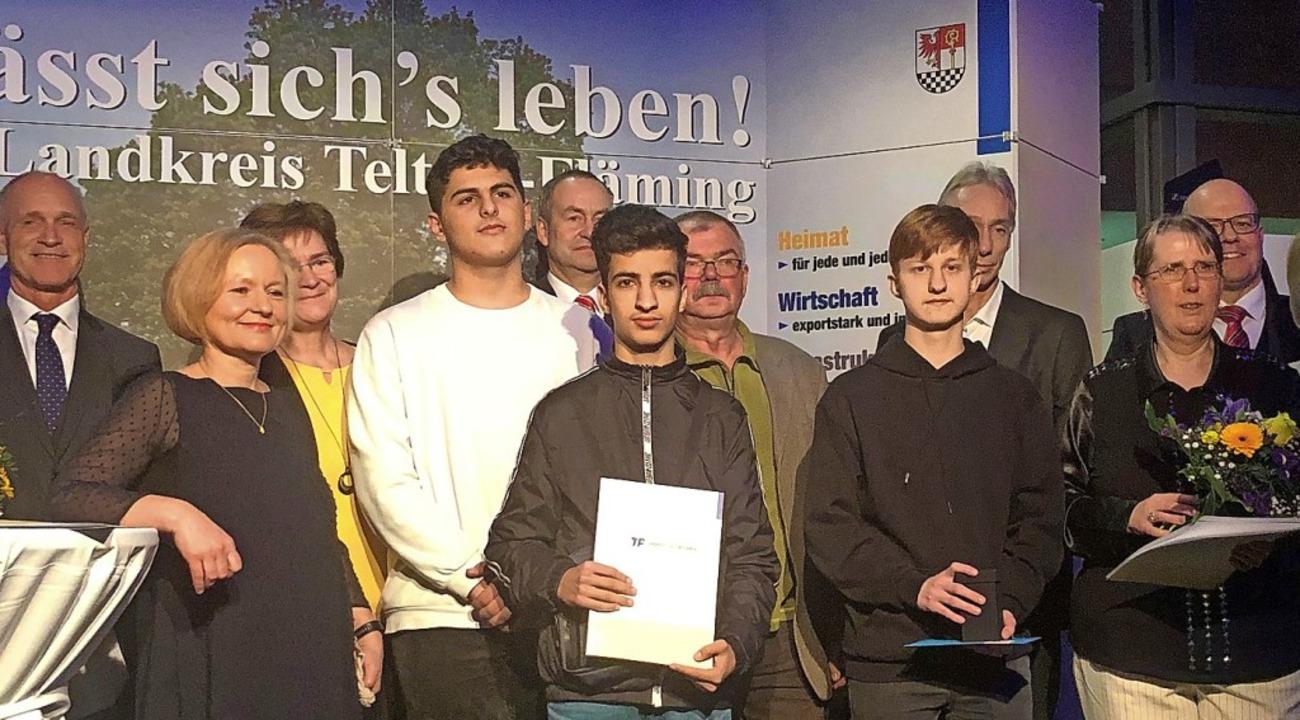 Überrascht und stolz: Schüler der Treb...drei jährlichen Teltow-Fläming-Preise.    Foto: Ina Schulze