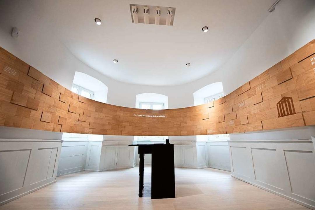 Blick ins Museum: Hier war Zimmers Wer...Die Holzpaneele sollen daran erinnern.  | Foto: Tom Weller (dpa)
