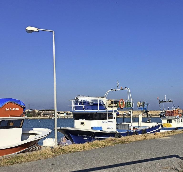 Im idyllischen Fischerort Karaburun soll die Mündung des Kanals liegen.    Foto: Gottschlich